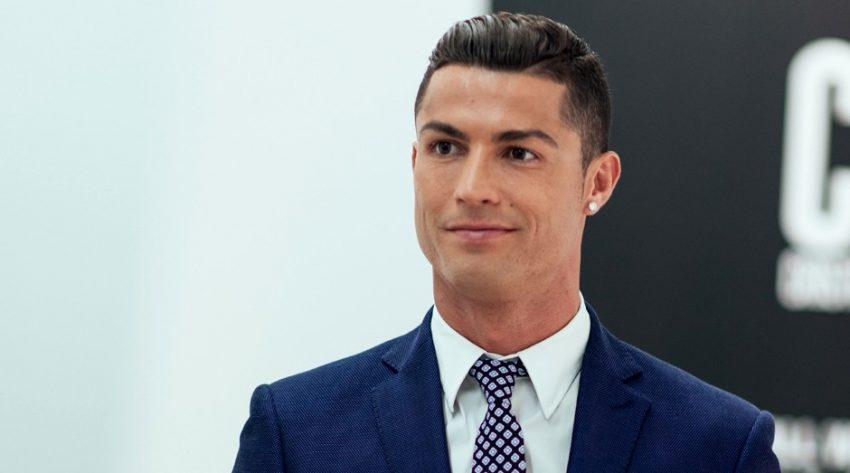 footballer wearing contact lenses cristiano ronaldo